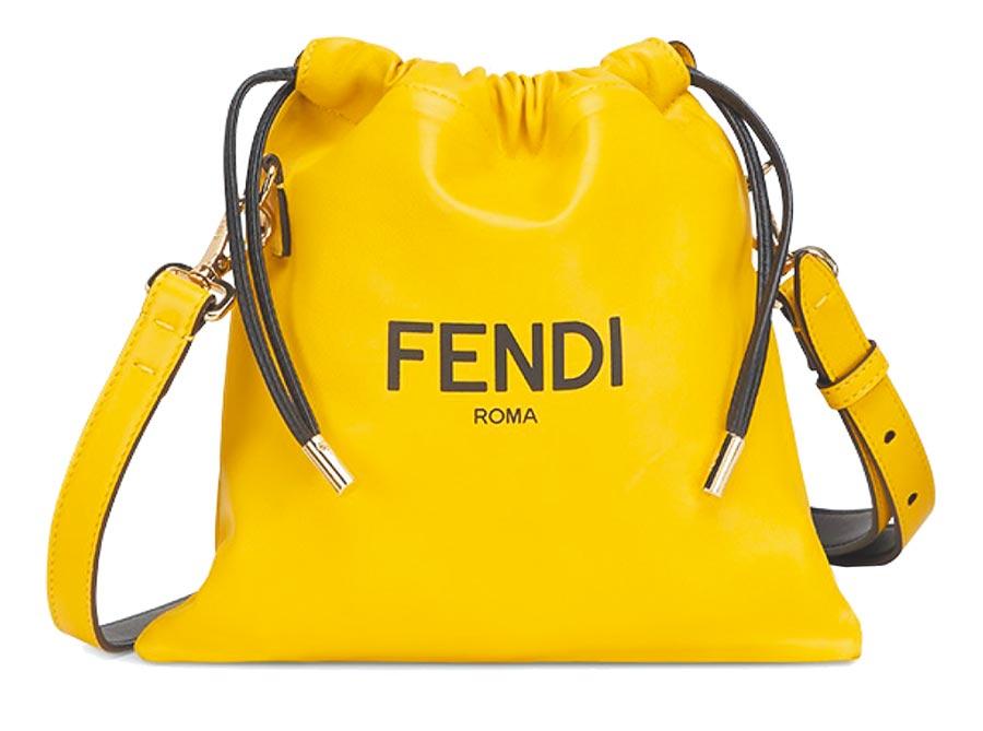 Fendi Signature造型包款,4萬3500元。(Fendi提供)