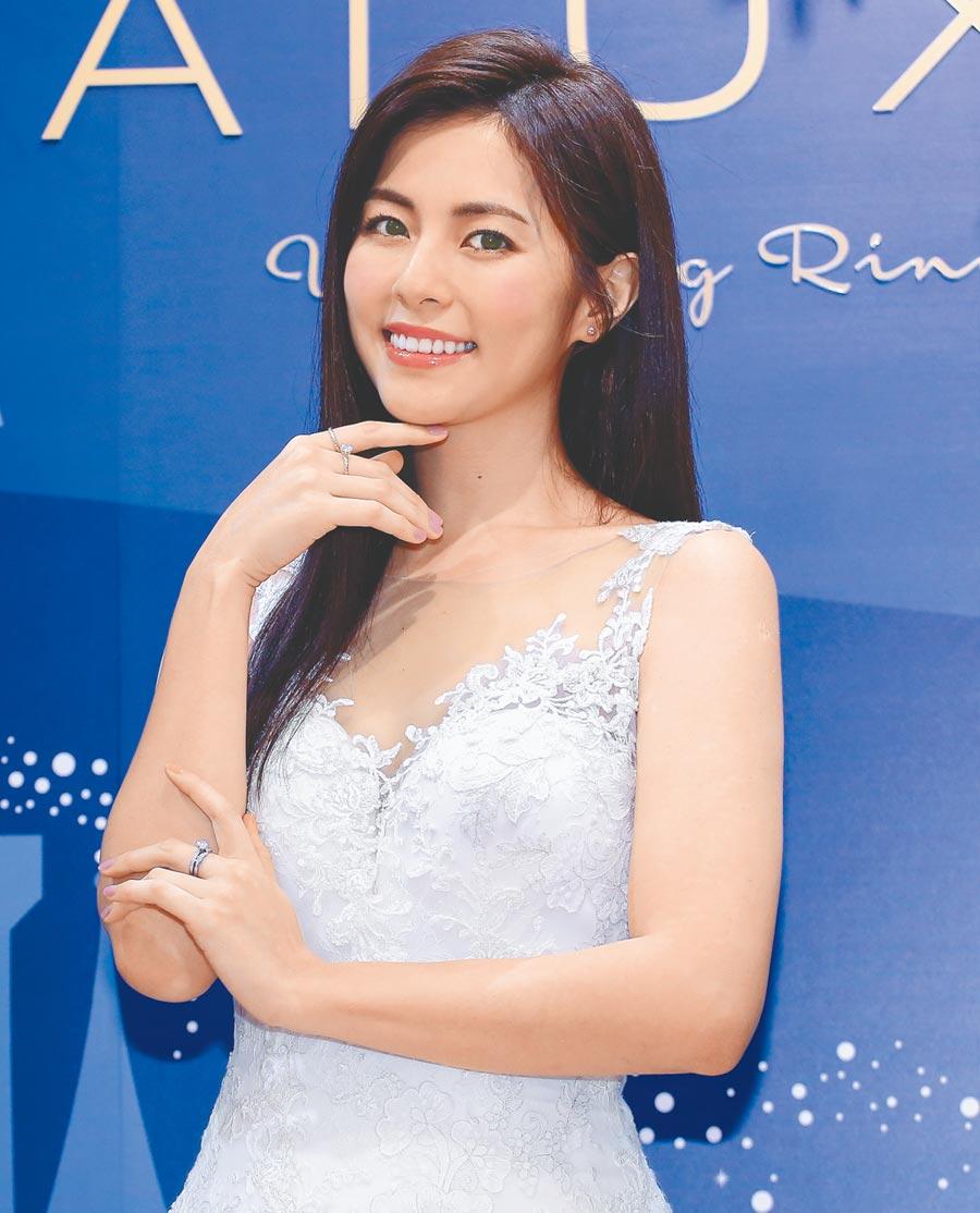 台灣婚戒珠寶品牌ALUXE亞立詩於17日邀請女星任容萱,出席於大安旗艦店舉辦的新品上市預覽會。(陳俊吉攝)