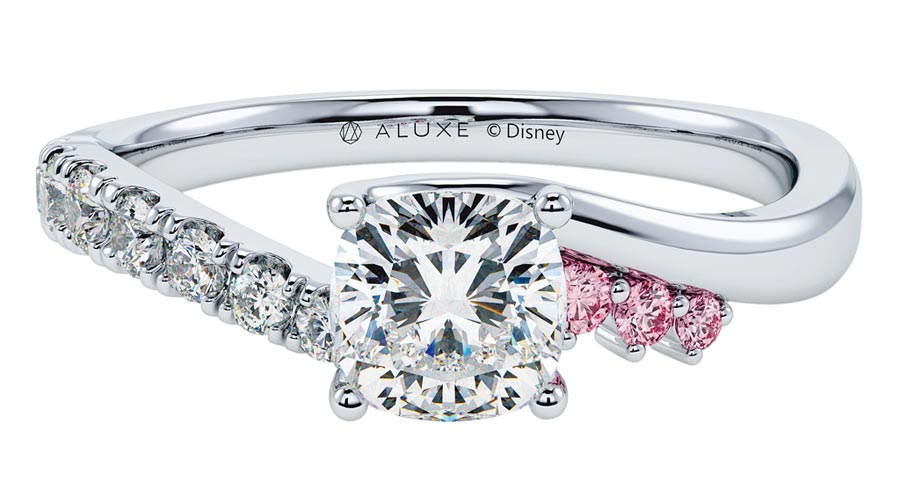 ALUXE睡美人One Day婚嫁系列求婚鑽戒(RSDS101),價格店洽。(ALUXE提供)