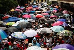泰國爆發6年來規模最大示威  籲限制泰王權力