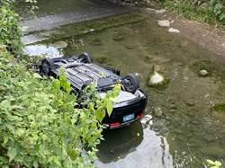 小客車偏移車道翻落美濃溪谷 駕駛不幸身亡