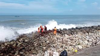 河川局水質測量出意外 舢舨船二仁溪橋出海口翻覆1死1傷