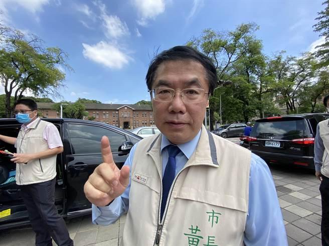 台南市長黃偉哲認為共機頻擾台只會讓台灣人民愈來愈反感。(曹婷婷攝)