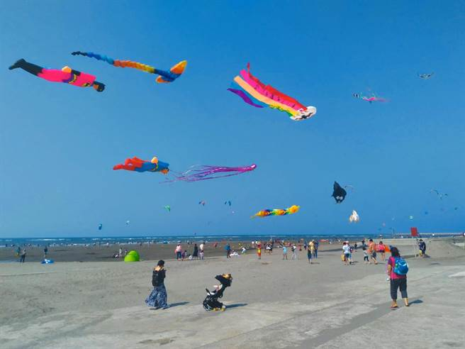 「2020大安海觀光推廣活動」推出陸上風箏展演等,最令大小朋友引頸期盼。(台中市觀光旅遊局提供/王文吉台中傳真)
