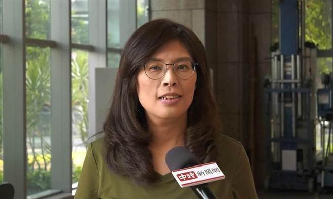 國民黨立委鄭麗文,在臉書批評瘦肉精,卻將「吞瘦肉精」誤寫成「要國人吞精」。(圖/本報資料照)