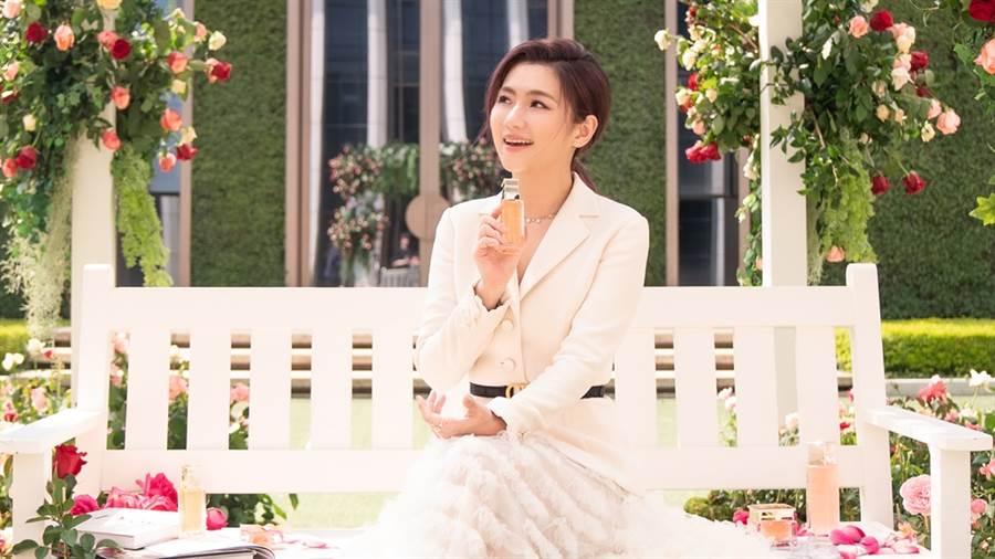 Selina任家萱以迪奧花蜜大使身分出席新品發表活動,分享自己的保養瘦身秘訣。(圖/品牌提供)