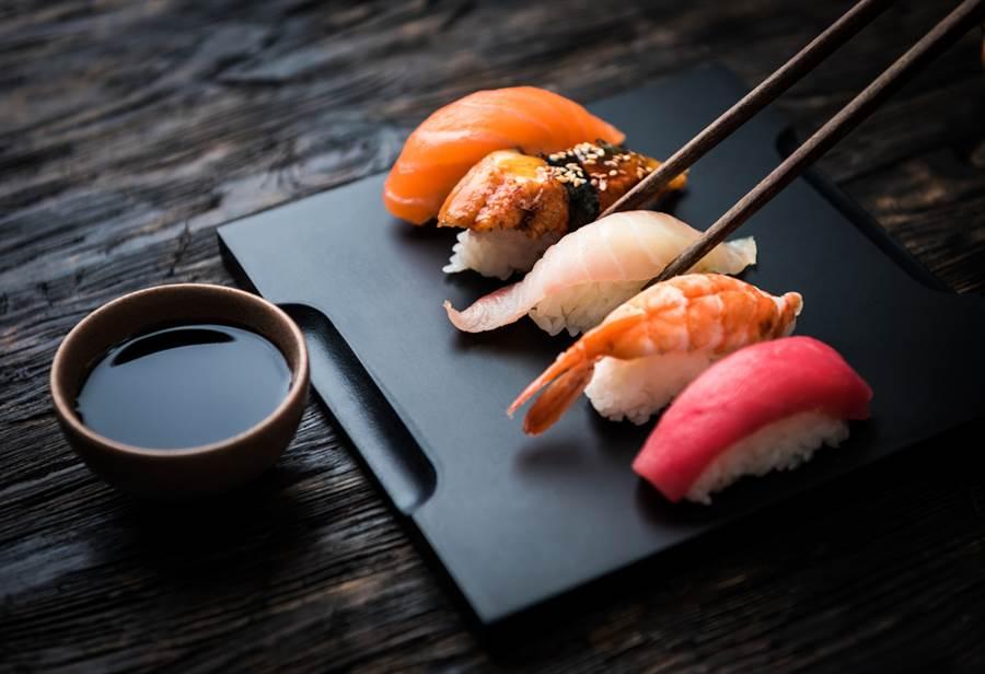 亞洲藏壽司主要銷售策略是以量取勝、薄利多銷。(示意圖/達志影像/shutterstock)