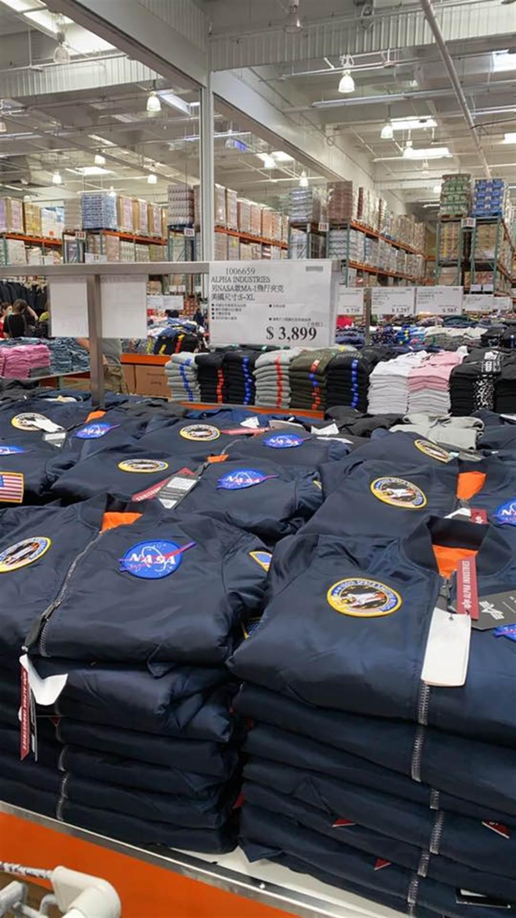 好市多中和店再度開賣Alpha MA-1 NASA飛行外套,讓不少軍裝迷與Alpha粉暴動,價格更是比官網便宜2000 (圖/Costco好市多 商品經驗老實說)