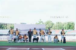 浪浪米克斯現身洲際棒球場 中市動保處籲認養不棄養
