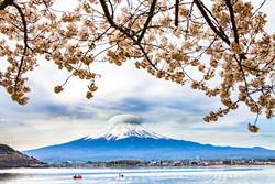 富士山驚見「漩渦幽浮雲」網歪樓:外星人又調皮了
