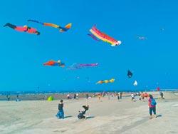 連假到台中大安 快來賞風箏玩衝浪