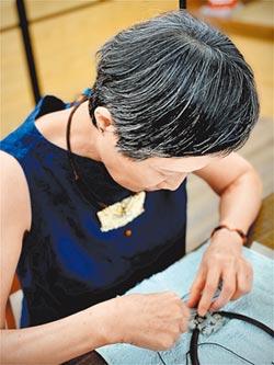 馬秀娟藝結古玉 創新編織藝術鑲嵌質樸美玉