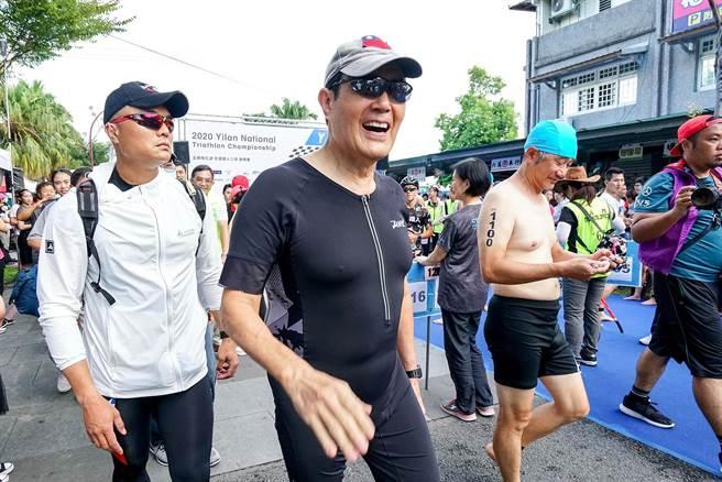 前總統馬英九今赴宜蘭梅花湖參加鐵人賽,這已經是他第4次參賽。(李忠一攝)