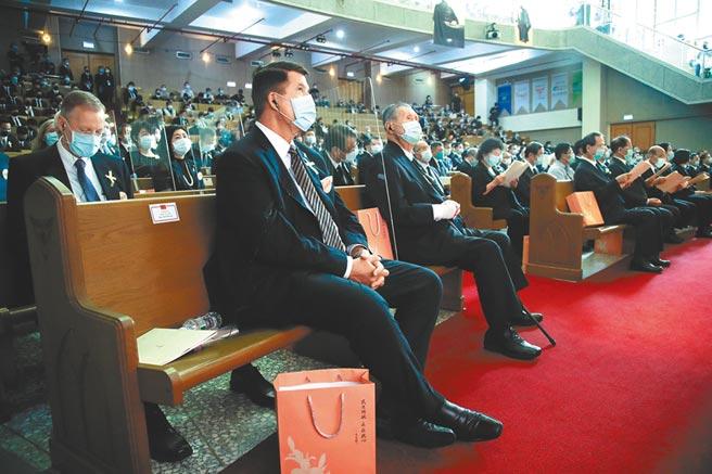 李前總統告別禮拜,美國務次卿柯拉克(前左)、日本前首相森喜朗(前左二)等國外政要出席 。(台北市攝影記者聯誼會提供)