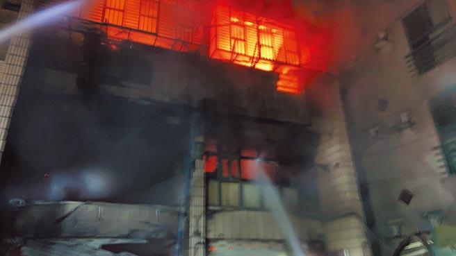 台中東海商圈19日凌晨傳出大火,釀成4死慘劇。(台中是消防局提供/陳淑芬台中傳真)