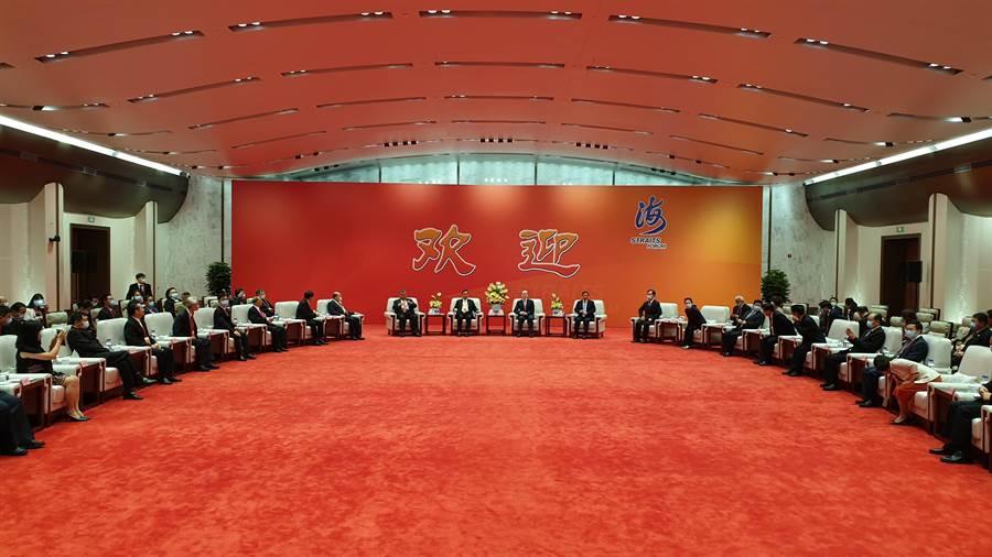 海峽論壇大會前,國台辦主任劉結一會見台灣嘉賓代表。(藍孝威攝)