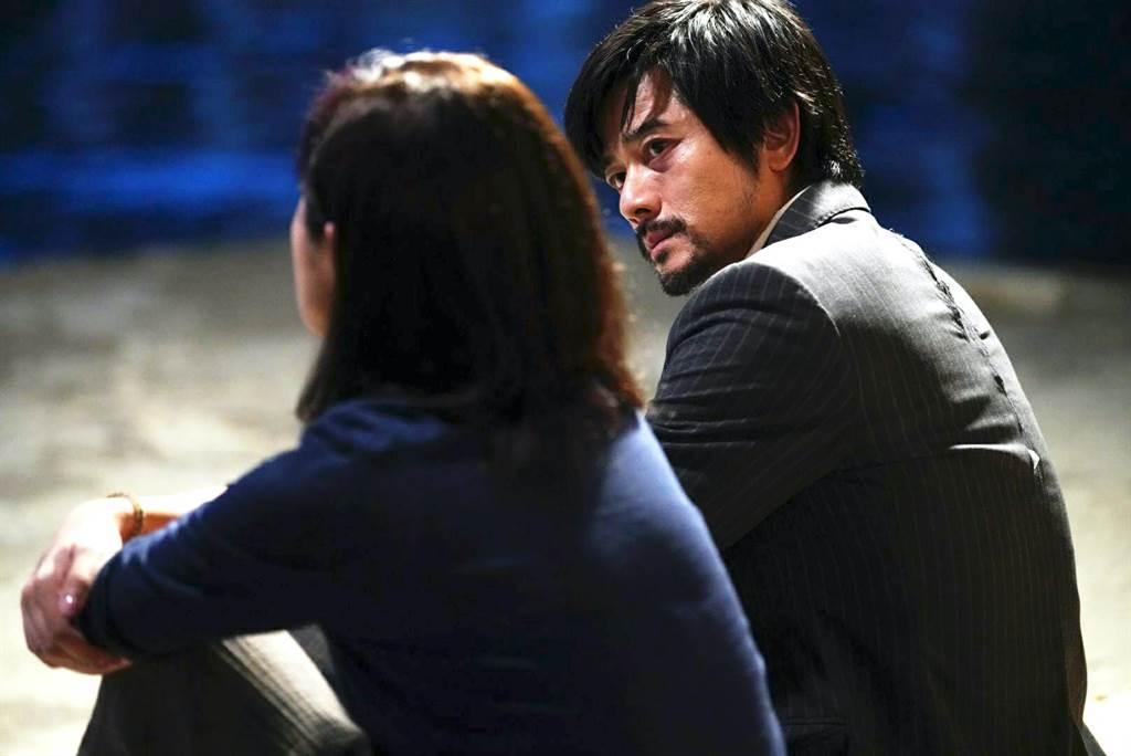 楊千嬅(左)在《麥路人》中與郭富城有對手戲。(華映娛樂提供)