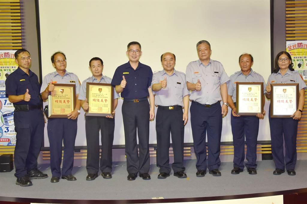 義警南屯中隊109年度常年訓練,台中市警察局第四分局表揚績優義警人員。(盧金足攝)