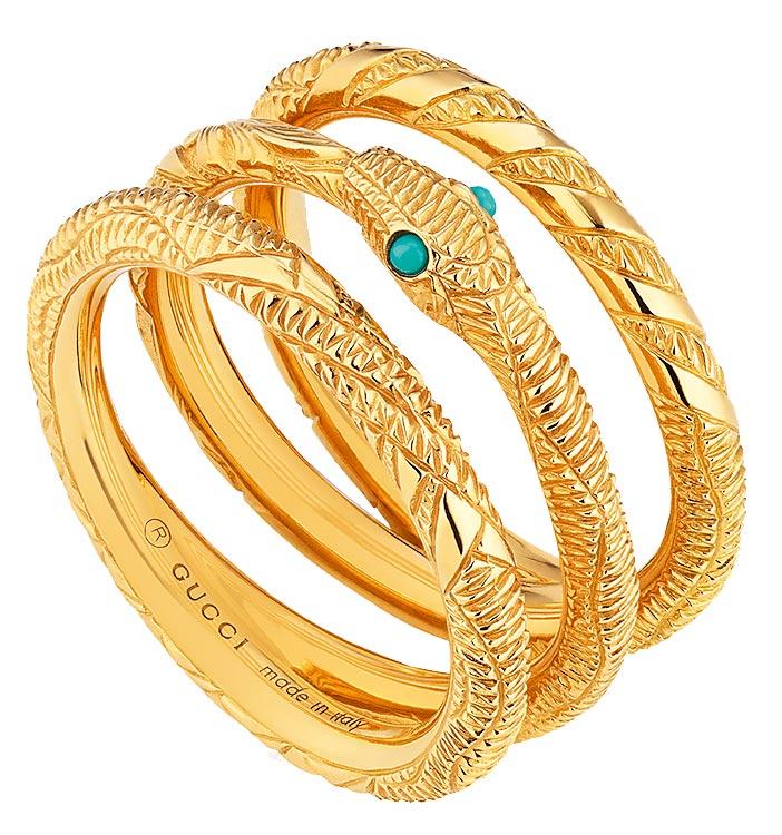 Gucci Ouroboros系列18K黃金銜尾蛇土耳其石戒指,10萬1500元。(Gucci提供)