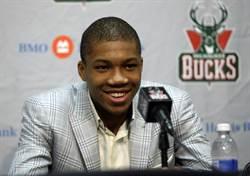 NBA》破詹皇紀錄 字母哥球員卡賣181萬美元