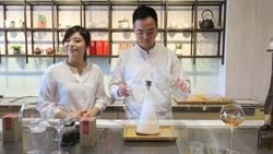 青農創新茶飲文化 以醒酒器沖泡煙霧繚繞氣泡茶