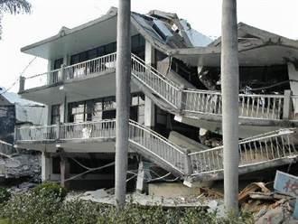 《921大震21年》父車禍亡 5歲女童獲救:「爸爸抱我出來的」 救難人員落淚