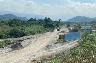 鳥嘴潭開挖砂石便道直接破堤打缺口 恐釀區域淹水掀抗議