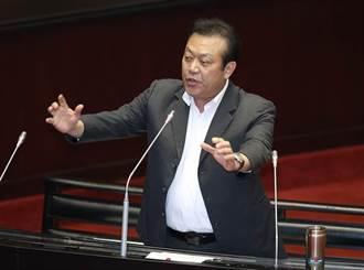 蘇震清自爆英文零分不會逃亡 律師:辯護人不會笑場嗎?