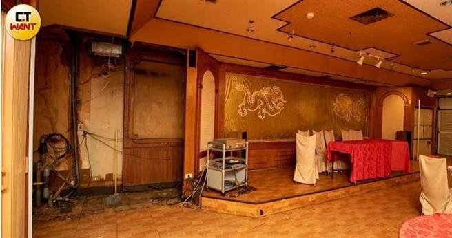 獲得經營權抵押的謝小姐指控,黃鶴樓前老闆錢瑞安不但拿錢落跑,甚至還把餐廳內所有值錢的設備都搬走,連大型冷氣也不放過。(圖/宋岱融攝)