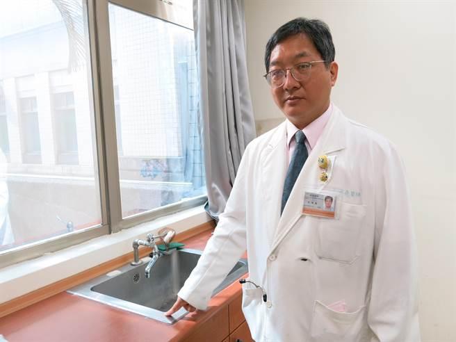 豐原醫院感染科主任王唯堯呼籲民眾施打流感疫苗。(陳淑娥攝)