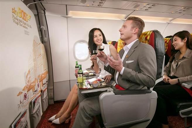 越捷航空近日推出全新Deluxe中階艙,並將Skyboss艙等服務升級。圖/越捷提供