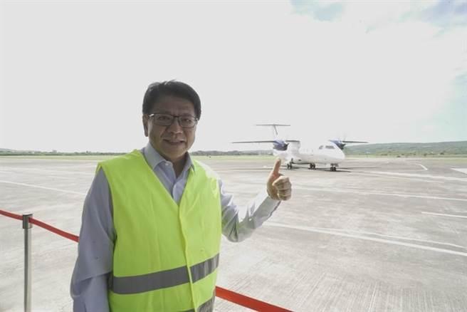 恆春五里亭機場21日舉辦國際試航,縣長潘孟安叫好。圖/縣府提供
