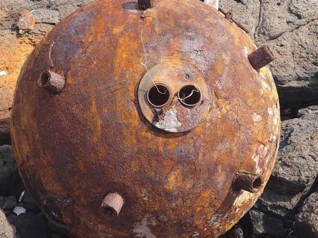 澎湖南方四島臨近的鋤頭嶼無人島幾日前所發現的共軍老舊飛彈,經由國防部證實,只是早年二戰期間所遺留下來的彈體,後續將會擇期現地爆燬。(中時資料庫)