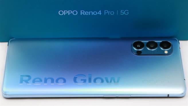 OPPO Reno4 Pro機身與部分盒身。(黃慧雯攝)