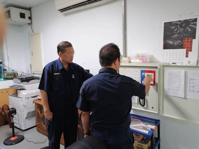 109年國家防災日各地進行防災演練,林口警分局協助海嘯警報試放。(戴志揚翻攝)