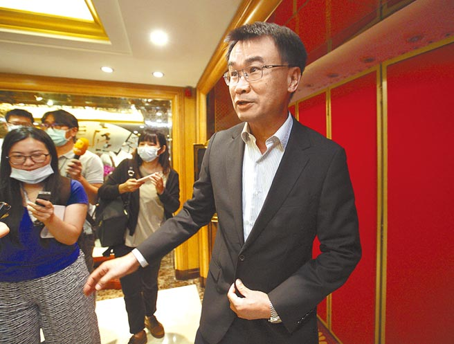 農委會主委陳吉仲過去被質疑1450養網軍時,強調都是以農委會名義替農委會業務做政策宣導與澄清。(張鎧乙攝)