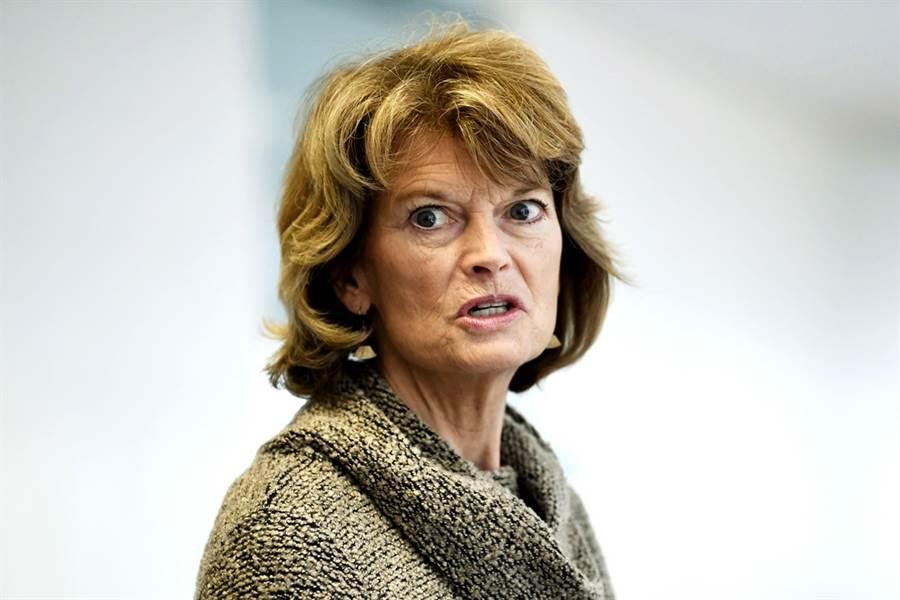 阿拉斯加州共和黨籍聯邦參議員穆考斯基(Lisa Murkowski)20日宣布,不支持美國總統川普在11月總統大選前提名新任大法官人選。(資料照/美聯社)