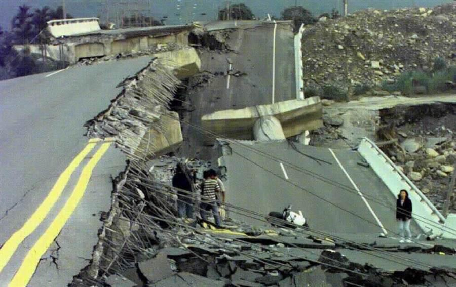 921大地震中部道路震後慘況。(中時資料照)