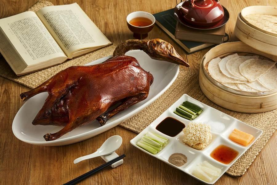 中餐聽招牌「青雅嫣紅鵝」。(台北新板希爾頓酒店提供)