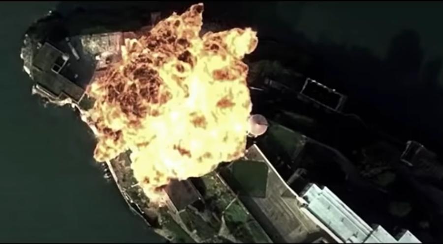 解放軍轟-6K疑似模擬轟炸美國關島安德森空軍基地的畫面。(「空軍在線」微博)