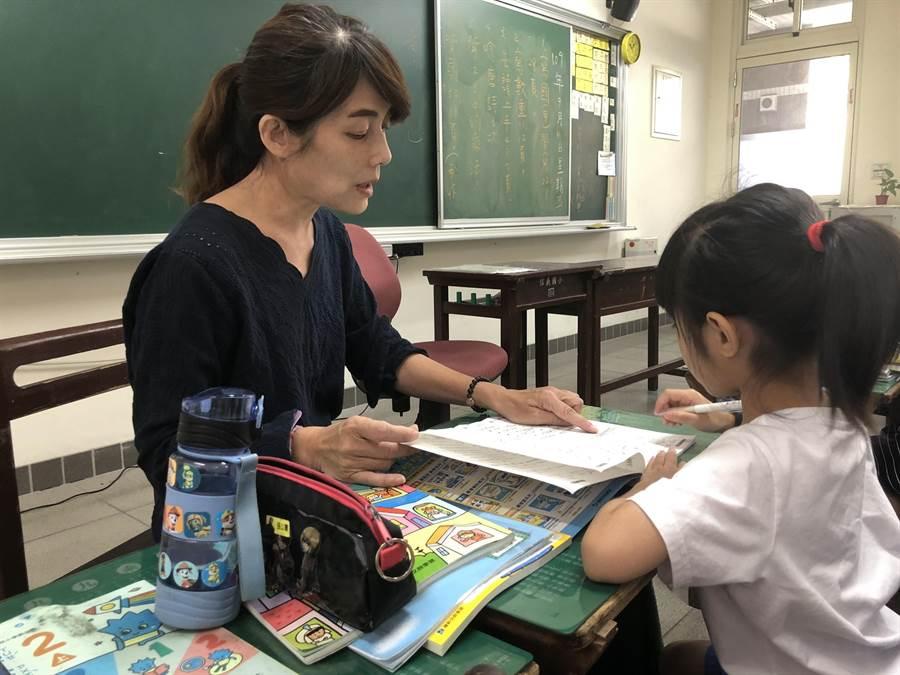 基隆市信義國小老師范瑞倩發現學生長期受家暴,通報社會處協助處理,並協助後續幫助。(基隆市政府提供/陳彩玲基隆傳真)
