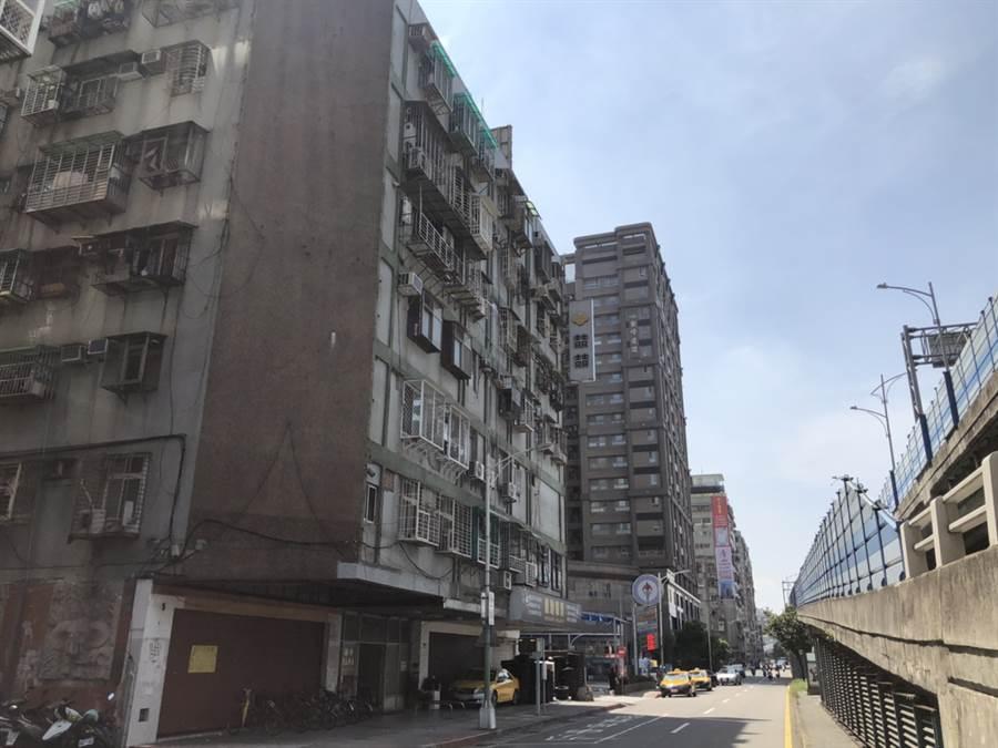 今年3月中山區新生北路二段「百年中山大廈」有一筆總價僅200萬小套房交易。(台灣房屋提供)