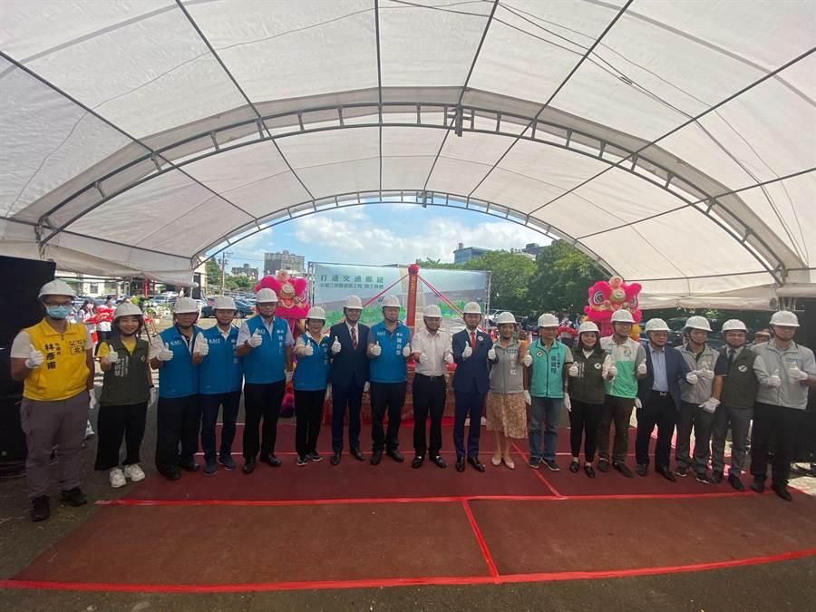 新竹市政府21日舉辦「新竹市公道三(竹光路延伸銜接至景觀大道)新闢道路工程」開工典禮。(陳育賢攝)