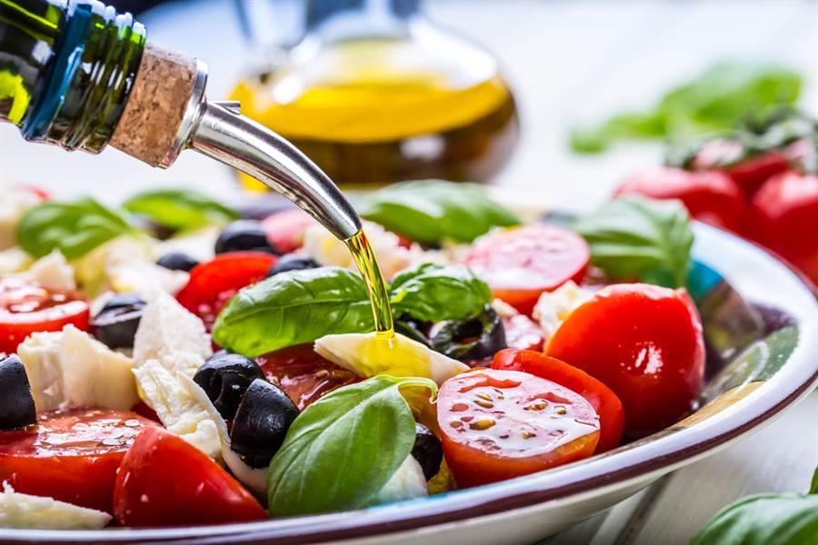 小鬼後又2名人猝死 美國心臟病學會公布「最佳護心飲食」。(示意圖 達志)