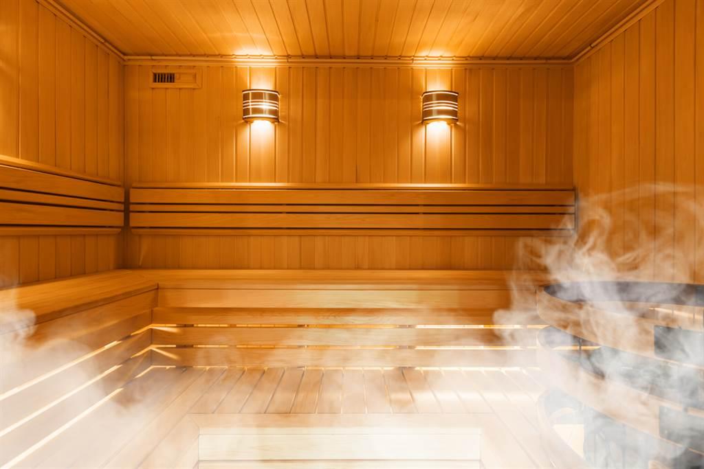 年紀太小被趕出!5歲妹祭「神招」闖蒸氣室,7千網讚翻。(示意圖/Shutterstock)