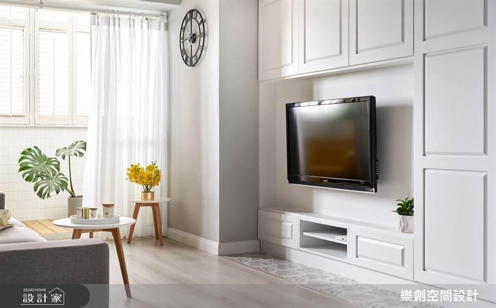 系統櫃可以為電視牆做完整的收納規劃,也能做簡單的線板設計增添風格。(圖片提供/樂創空間設計)