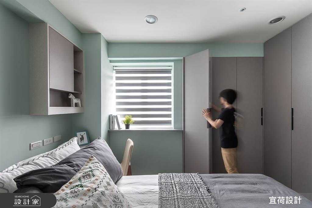 系統櫃能針對空間尺寸打造百分之百契合的收納設計,板材也有各種壓紋或烤漆能挑選,不論你的家是哪種風格都能搭得上。(圖片提供/宜荷設計)
