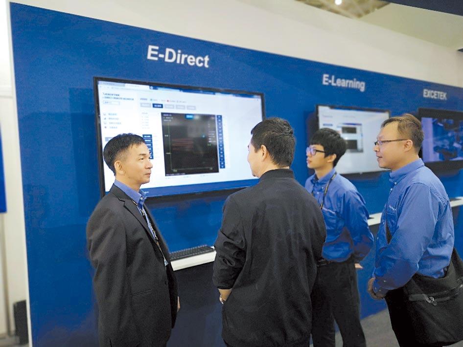 精呈董事長張瑞成(左一)率隊遠赴海外積極拓展市場。圖╱精呈科技提供