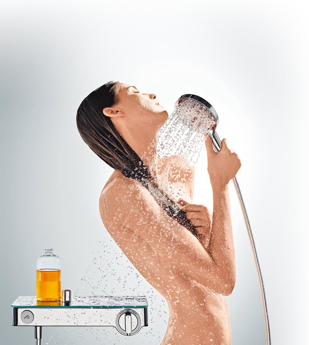 德國工藝多功能龍頭hansgrohe商品,Raindance Select E三段式大範圍洗澡蓮蓬頭優惠2959元。(麗舍Home Boutique提供)