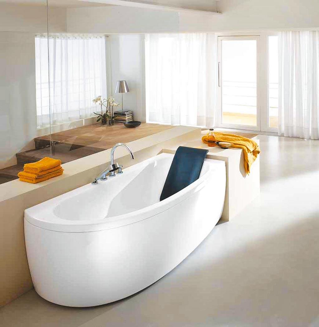 麗舍廚衛精品特賣 五星飯店指定款teuco 180度轉向右轉角按摩浴缸。(麗舍Home Boutique提供)